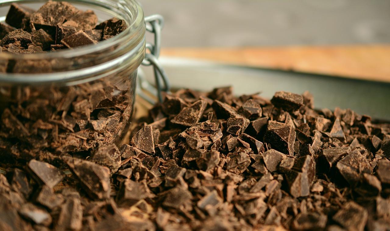 Chocolate Amargo dentro de um pote de vidro